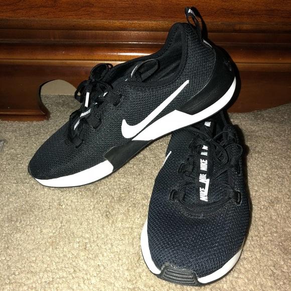 0b9ef5801f6f Nike Women s Ashin Run Modern Shoes. M 5b70702c9e6b5b7cc4869a6d